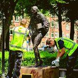 """महात्मा गांधी से क्यों नाराज़ हुए """"ब्लैक लाइव मैटर्स"""" अभियान के लोग? नीदरलैंड में प्रतिमा को पहुंचाया नुकसान"""