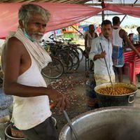 बिहार से ग्राउंड रिपोर्ट: देखिए बाढ़ प्रभावित इलाक़ों में कैसे चल रही है सामुदायिक रसोई