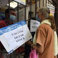 देश में  बची है बस 5 दिन की कोराना की वैक्सीन, प्रधानमंत्री के क्षेत्र में बंद हुए कई टीकाकरण केंद्र