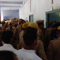 उत्तर प्रदेश : शाहजहांपुर कचहरी में वकील की दिनदहाड़े हत्या से सुरक्षा व्यवस्था पर फिर उठे सवाल