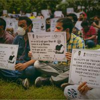 दिल्ली : आईआईटी-एनआईटी शिक्षकों का मांगों को लेकर सङक पर धरना