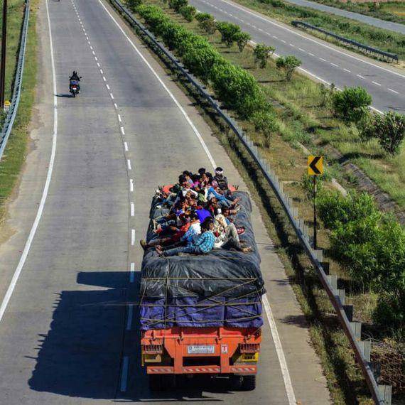 लॉकडाउन का विश्लेषण: क्यों सब छोड़-छाड़ कर शहर से गांव की ओर भागे लाखों मज़दूर?