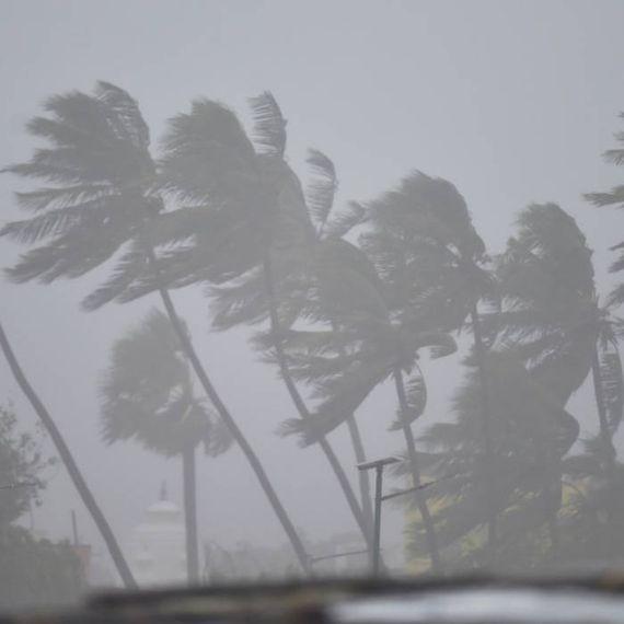 समुद्र तट से टकराने के बाद कमजोर पड़ा निवार, तमिलनाडु-पुडुचेरी में जन-जीवन अस्त-व्यस्त